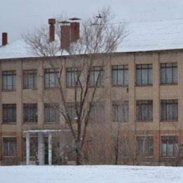 На фасаде орской школы №54 обнаружена опасная трещина