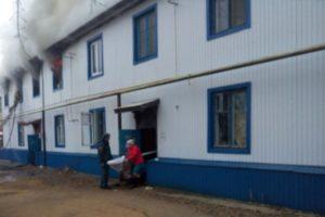 Пожар в Курманаевке: спасатели эвакуировали 20 человек