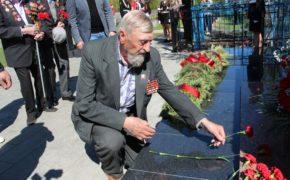 В Бузулуке торжественно открыли реконструированный мемориал советским солдатам