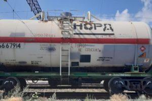 В Орске скончалась одна из девочек, пострадавших от удара током на железной дороге