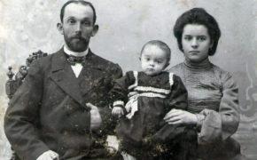 Потомки оренбургских купцов Деевых передают семейные документы в архив
