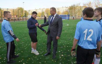 В двух школах Оренбурга появились поля для игры в мини-футбол